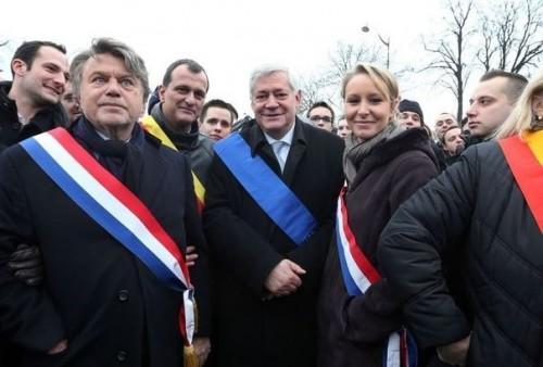 502735_de-g-a-d-les-frontistes-gilbert-collard-louis-alliot-bruno-gollnisch-et-marion-marechal-le-pen-a-la-manifestation-contre-le-mariage-pour-tous-le-13-janvier-2013-a-paris.jpg