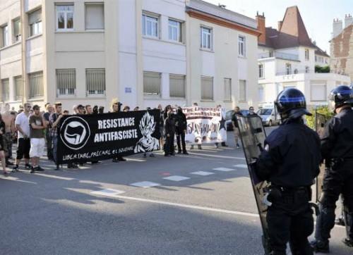 hier-rue-jacques-cellerier-une-centaine-de-manifestants-ont-denonce-l-ouverture-d-une-permanence-du-fn-a-dijon-photo-e-h.jpg