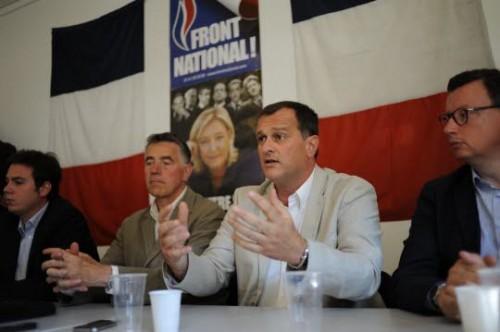 louis-aliot-avec-(de-gauche-a-droite)-edouard-cavin-possible-tete-de-liste-fn-a-dijon-pour-les-elections-municipales-de-2014-christian-launay-secretaire-departemental-du-fn21-et-edouard-ferrand-pesident-du-groupe-fn-.jpg