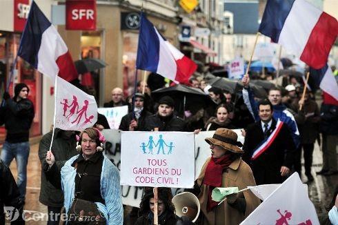 manifestation-la-manif-pour-tous-rassemblement-citoyen-contr_996331.jpg